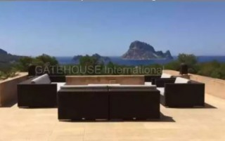 Apartment for sale in Cala Carbo with views over Es Vedra
