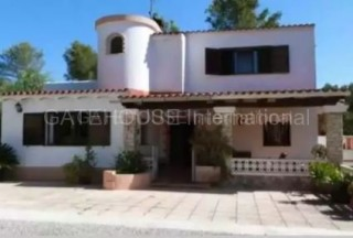 Detached country house for sale in San Rafael