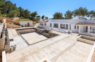 Luxury villa for sale in Santa Eularia Countryside with open views