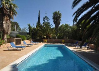 Villa for sale between Ibiza Town & Santa Eularia with rental license