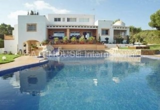Large detached villa for sale with stunning sea and sunset views