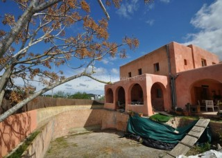 Family finca requiring completion for sale in Santa Gertrudis