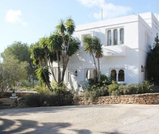 Luxury Mountain and sea view Moroccan style home close to Santa Eularia and Ibiza Town