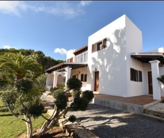 Renovated villa for sale in San Carlos