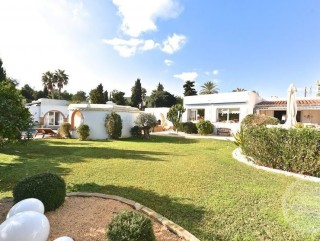 Large detached villa with guest apartment for sale in Santa Eularia