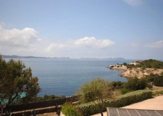 First line apartment for sale in Cala Gracio