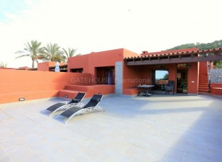 Townhouse for sale in Cala Moli separated into two units