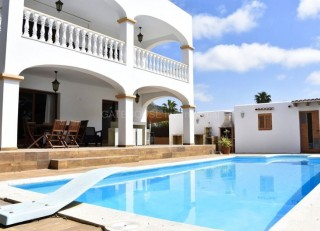 Detached villa for sale in Sa Carroc