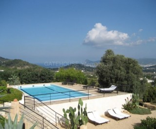 Large finca with guest accommodation on a large plot