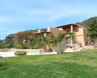 Luxury hacienda in Es Cubells with guest house