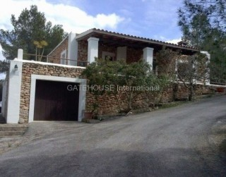 Sea View home for sale on large plot in Cala Moli