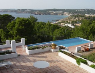 Detached home with panoramic sea views in Cala Moli