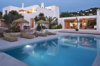 Luxury renovated Ibiza villa for sale in Cala Bassa