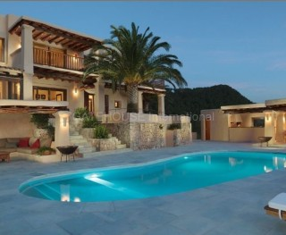 Luxury villa for sale in San Agustin with sea and sunset views