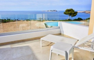 First line Townhouse for sale in Cala Tarida