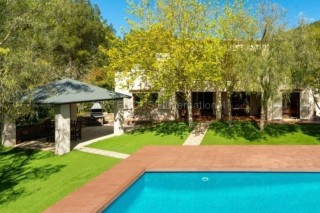 Detached villa for sale in Countryside setting
