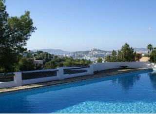 Finca for sale with distant sea views in Talamanca