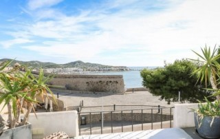 Apartment for sale in Dalt Vila with sea views
