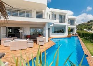 Luxury villa for sale in secure development in Talamanca
