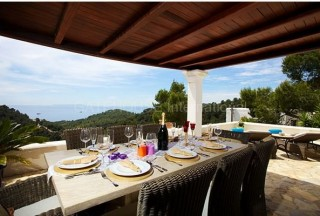 Sea view villa for sale in Roca Llisa