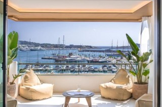 Luxury apartment for sale with Port Views