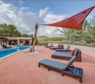 Detached villa for sale close to Santa Gertrudis