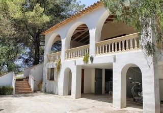 Detached home in Santa Gertrudis requiring renovation