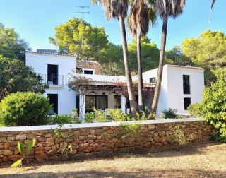 Traditional villa for sale close to San Carlos