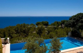 Luxury frontline villa for sale Roca Llisa