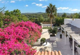 Luxury renovated Finca for sale close to San Rafael