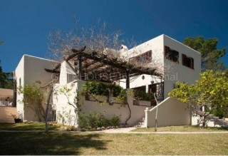 Hilltop villa for sale close to Santa Gertrudis