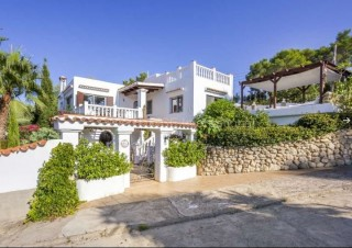 Sea and country view villa for sale in Es Figueral