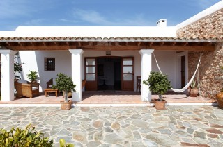 Recently restored rustic finca dating back to 1750 with modern interior