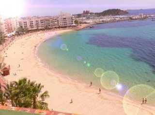 Santa Eularia apartment with direct beach access and sea views