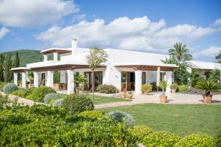 Stunning 5 bedroom luxury home in the Morna Valley with Vineyard & Orange Grove