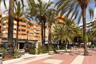 Frontline 4 bedroom apartment on the promenade of Santa Eulalia