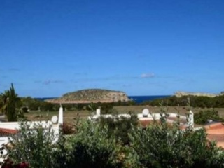 €600,000Cala ContaTownhouse short walk from beach with sea views