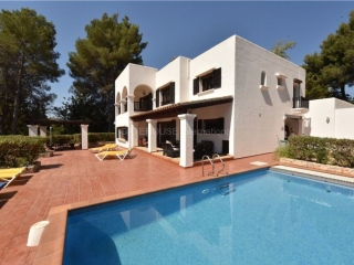 €1,650,000Santa EulariaLarge detached villa on fenced plot