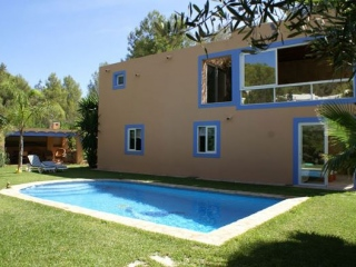 €1,700,000Can FurnetDetached Villa for sale with good sized accommodation.