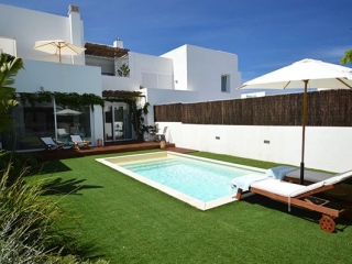 €690,000San JoseTownhouse with private pool