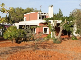 €1,000,000Santa GertrudisDetached family home for sale in peaceful and quiet setting with space to extend