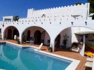 Ibiza €750,000Cala LlongaVilla for sale with separate apartment and sea views. Ideal for letting.…