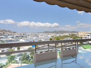 €995,000Marina BotafochElegant apartment with sea & harbour views