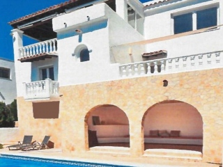 €1,050,000Cala Llongarecently renovated sea view villa