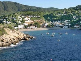 €320,000Cala VadellaTwo bedroom beach front apartment with direct access