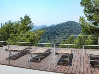 €650,000ValverdeMountain top four bedroom home