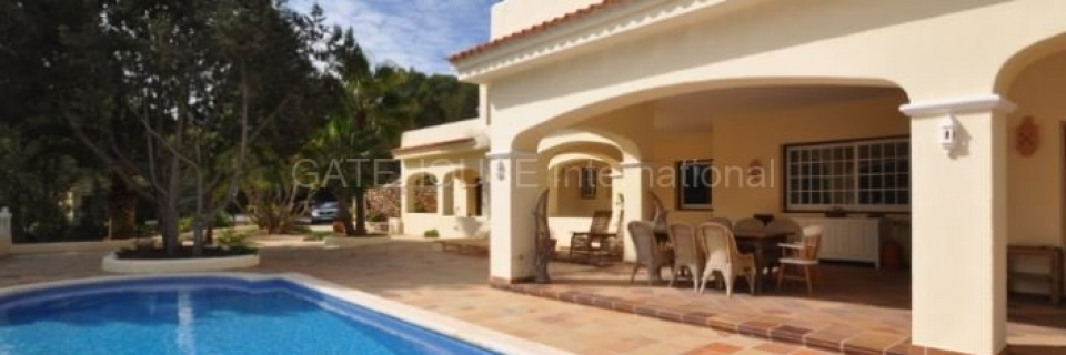 €1,950,000San JoseTraditional detached villa with  rental license and sea view – Great Value